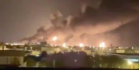 沙特两石油设施遭无人机袭击 产量大减或至原油价格猛涨