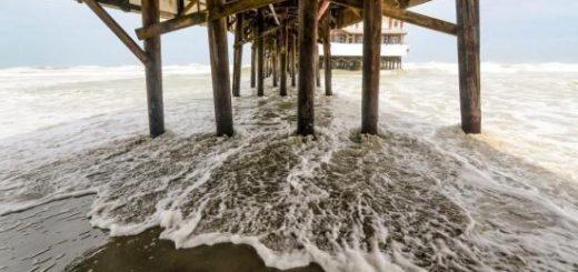 """飓风""""多里安""""已降为二级风暴 正逼近美国东海岸"""