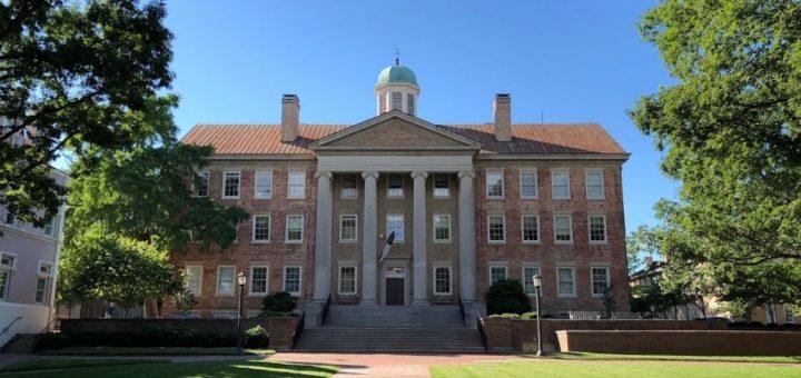 """哈佛大学""""亚裔招生歧视案""""胜诉 另一起类似诉讼结果将如何?"""