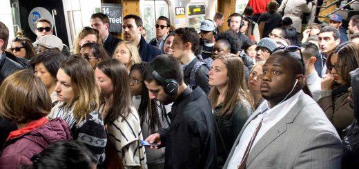 纽约客抗议警察地铁执法过当 至少两名示威者被捕
