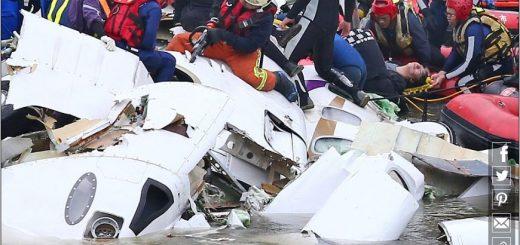 """让网红美女进入驾驶室的""""中国机长"""",被停职就可以不了了之了么?"""