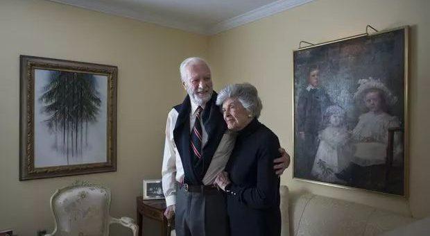 相伴73年,他们选择一起安乐死,喜丧,连英国女王也为之动容
