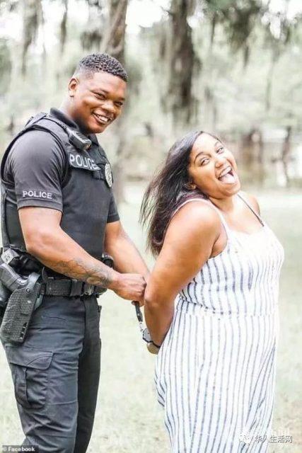 惊悚一幕!女子向警察疯狂挥舞剪刀,瞬间被枪击毙