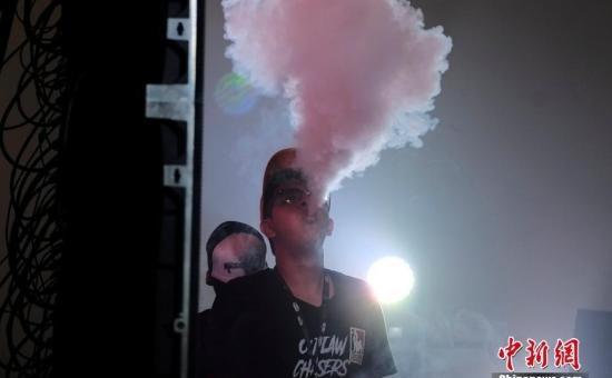 年轻人少吸烟!美国会立法将购烟最低年龄从18提至21岁