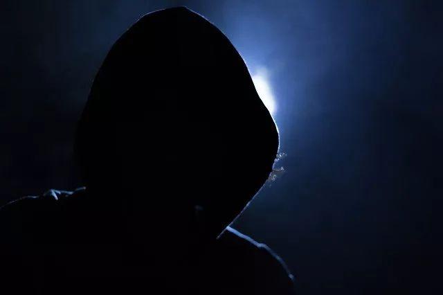 惊悚!家庭安全摄像头被黑,8岁女孩遭骚扰,还有人被敲诈