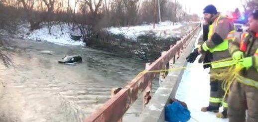 """美国男子驾车掉入冰冷河中,大喊""""siri,拨打911""""后获救"""