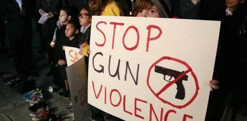 枪比人多!美国人持枪数量已超4亿,白人占到一半