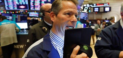 """美中双双减税选在""""情人节"""" 美股连涨道指破纪录"""