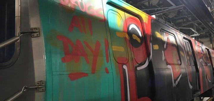 """""""整天吸毒""""20地铁车厢一夜被涂鸦 纽约民众惊呼噩梦重现"""