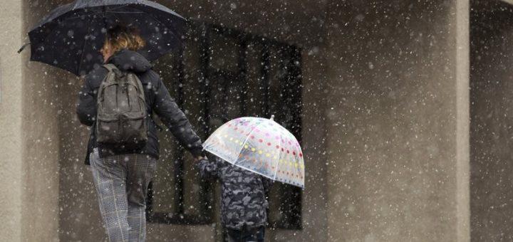 冬季风暴袭美东影响逾千万人 南部降雨不断洪涝不退