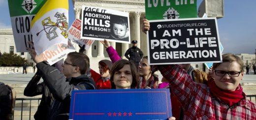 川普政府限制堕胎政策获支持 低收入女性难获保障