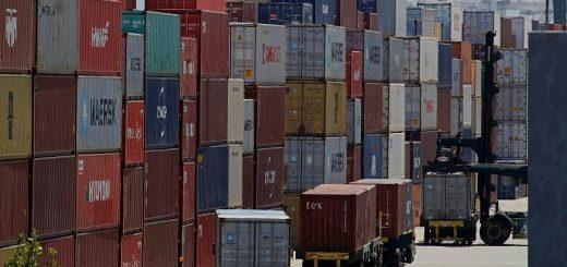 冠状病毒疫情打击全球运输 货物全部搁置了