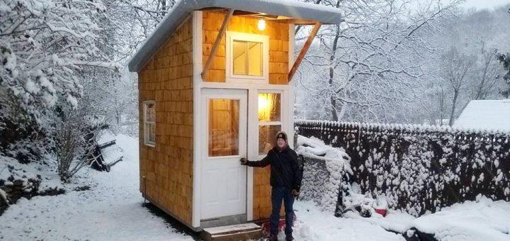 13岁的他参观了自己建造的89平方英尺的小房子