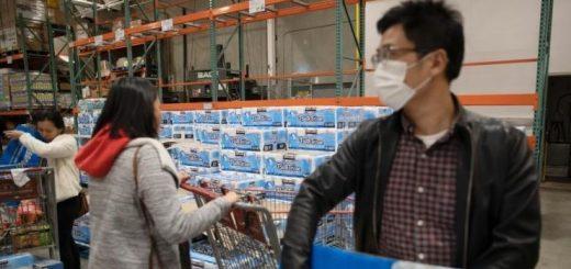 美国疫情下 亚裔面临双重危机