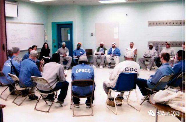 担心大感染,警局出损招,全美监狱开始释放囚犯,百姓慌了