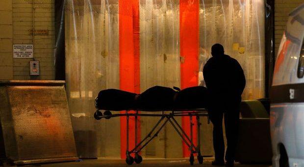 联邦政府再次采购10万个裹尸袋为最坏情况做准备