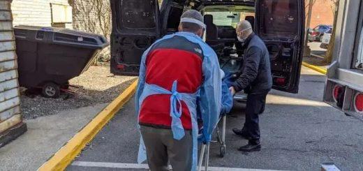 """纽约殡葬业者的一天:不停歇运转,火葬场和停尸间""""满员"""""""