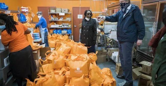 纽约大白吃上路,1亿7000万食物计划,上万司机免费送到家
