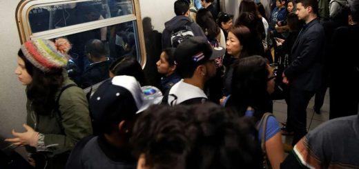 美国急了! 确诊逼近100万 地铁成地狱 却还有上万人挤爆街头!