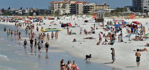 美国总统特朗普一声令下重启各州经济,佛罗里达海滩半小时内就挤满了人