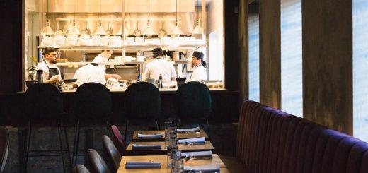 为了抑制新冠肺炎的扩散,芝加哥计划对餐馆进行重大调整
