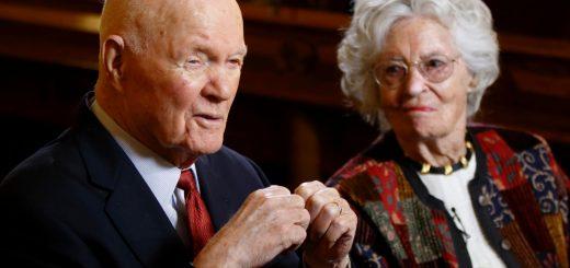 美国传奇太空人遗孀因新冠并发症去世 享年100岁