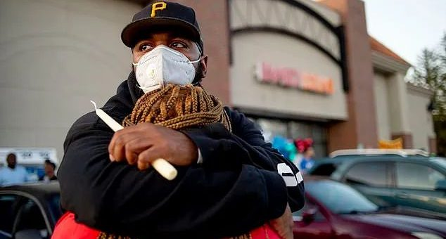 悲痛! 疫情下 6孩爸爸被当街爆头 陈尸路边 只因劝别人戴口罩...