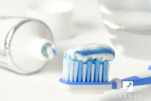 睡前脚底涂抹牙膏,竟能解决脚气这个难题?真相竟是……