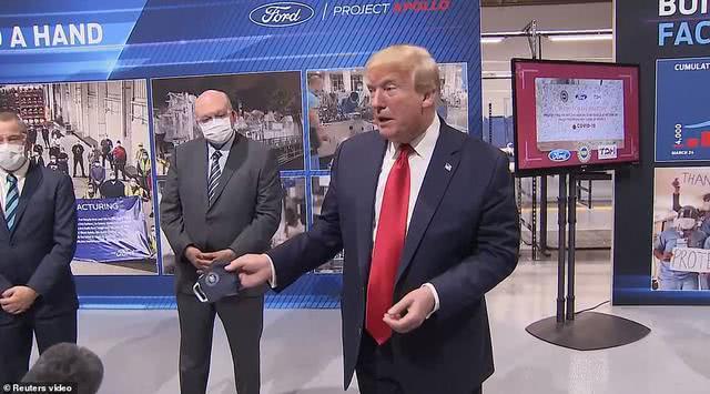 特朗普终于有了首张戴口罩照片!他是顾形象要面子,还是怕了?
