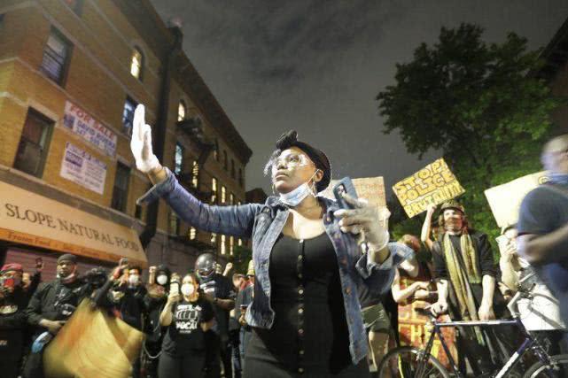 新冠危机加种族危机,美国恐暴发新一波疫情高峰,示威者:我们也不想冒险