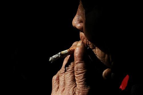 吸烟使人更难抵抗新冠病毒?世卫组织发表最新声明
