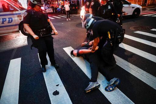 """白思豪否认武力平息抗议 称纽约警察""""非常克制"""""""