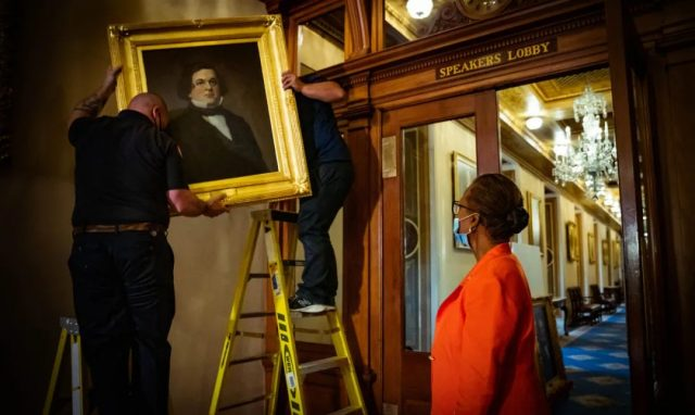 """国会大厦""""破四旧"""",佩洛西撤四位前议长肖像闹笑话被网友群嘲……"""