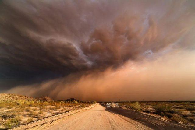 """美国准备好!50年最猛烈沙尘暴登陆美国本土,太空可见""""末日气团"""""""