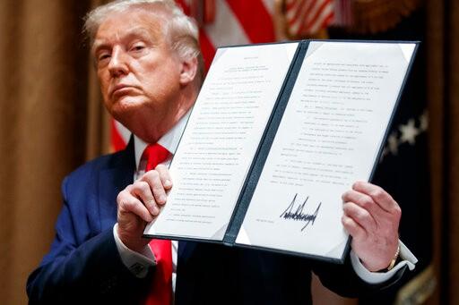 川普签行政令 限制联邦机构雇佣外国劳工
