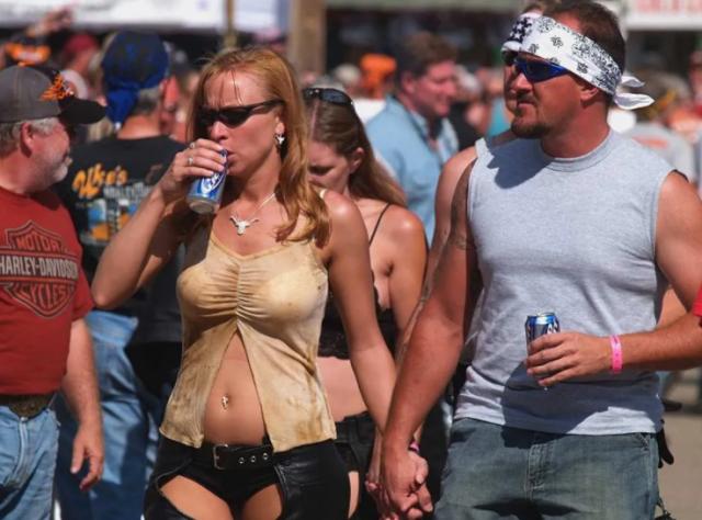 恶果来了! 重疫之下美国办50万人大集会 不戴口罩玩