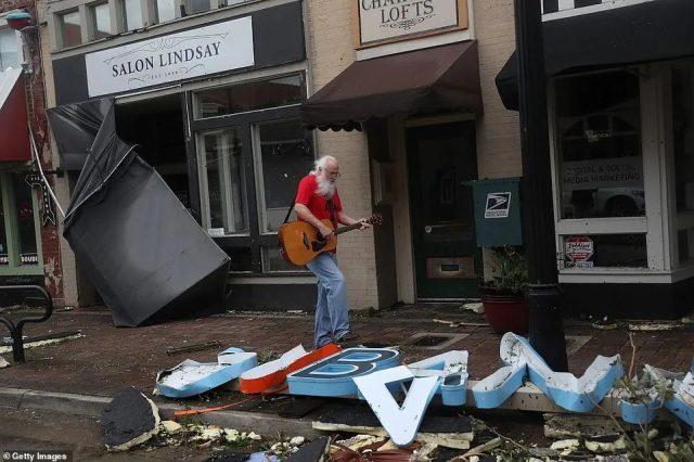 重大灾难! 美国遭风暴