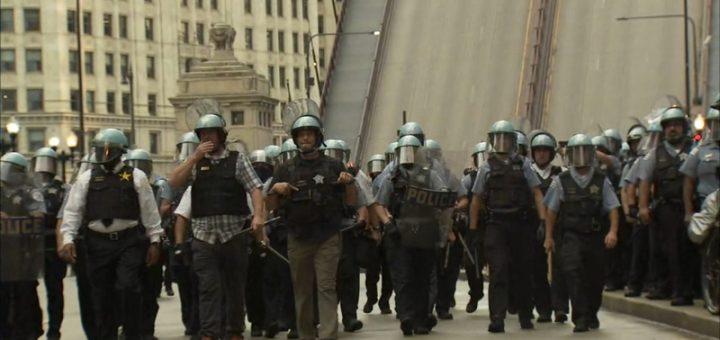 在发生抢劫事件后,芝加哥周四在市中心举行了公共安全演习