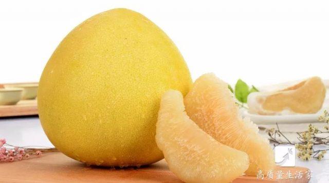 柚子买尖的还是买圆的?很多人都选错了,这样的柚子才皮薄肉多