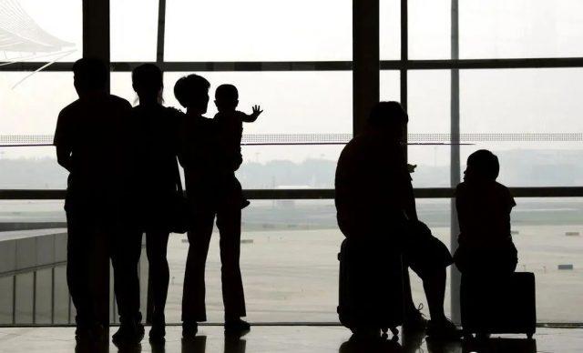 中国家庭辗转来美躲新冠被关监狱!华人一家5口合法签证来美,在机场被捕...
