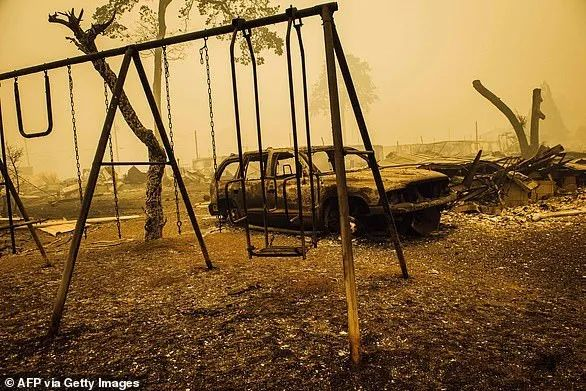 美国大火已致33人死 小镇被夷为平地似鬼城 50万人连夜逃命 州长: