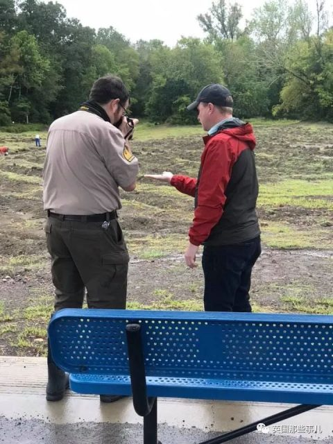 去公园打卡顺手捡了颗9克拉的大钻石…这运气简直了!