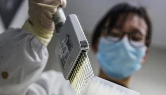奔走相告! 中国新冠疫苗开放预约接种 这类出国人群优先 华人朋友圈刷爆了!