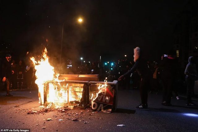 美警又枪杀黑人,抗议者又打砸抢,商店老板们又倒霉了...