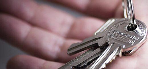 遭绑架 美国女手掌写911 被上门锁匠智救