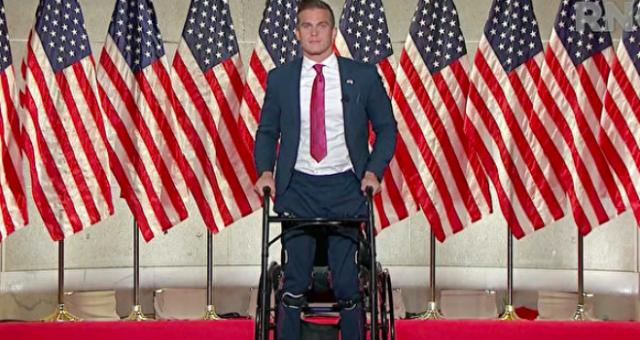 """美国最年轻国会议员头衔易主 这个身残志坚的""""95后""""打破了200多年尘封记录"""