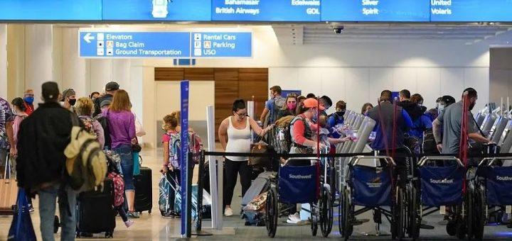 一天罚1000美元!各州实施更严格禁令,无视CDC假日警告,630万旅客挤爆机场!