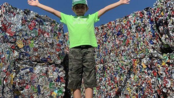 清洁环境 美国11岁儿童回收一百多万个易拉罐