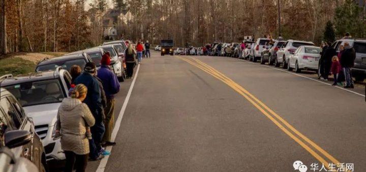 UPS壮汉落泪,小区数百人夹道欢迎,感谢疫情下每天送货