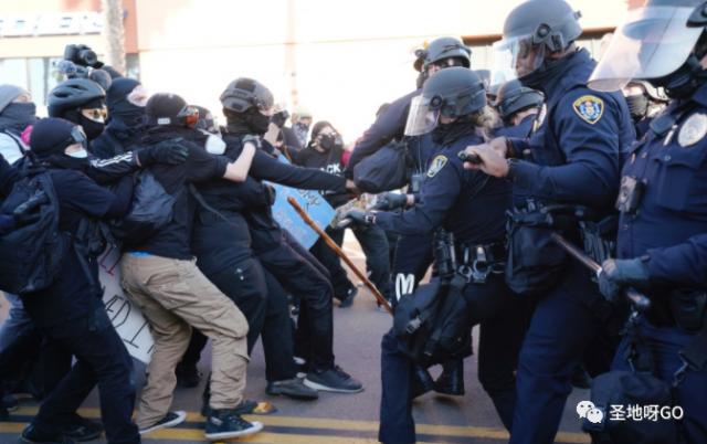 打起来了!圣地亚哥挺川集会上川粉和安提法BLM发生混战……